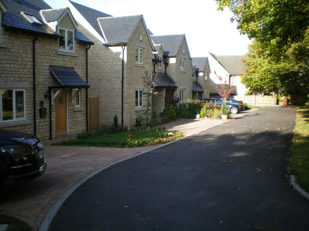 Stone built houses - Ardley